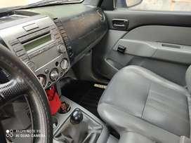 Se vende Mazda cabina simple fuull equipo