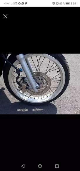 Vendo moto con papeles al día seguro hasta agosto y tecno hasta febrero