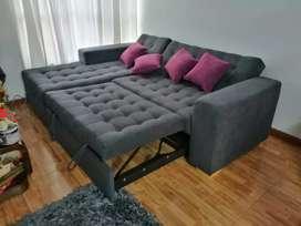 Sala con baul y cama