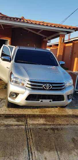 Vendo toyota hilux 4x4 buen estado manual