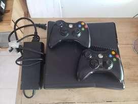 Usado, Xbox 360 élite con 2 controles y disco duro segunda mano  Murujuy