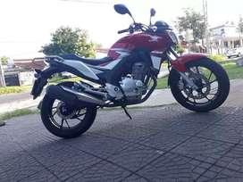 Honda CB 250 twistar permuto moto menor valor