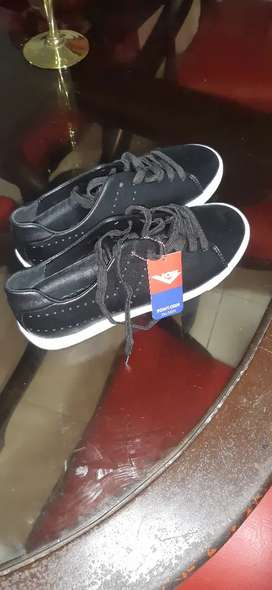 Unas zapatillas PONY