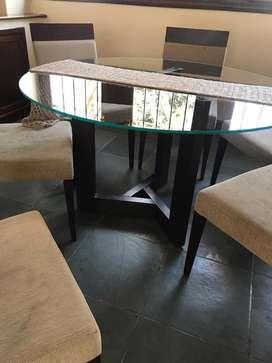 Juego de comedor. Mesa de vidrio con 6 sillas