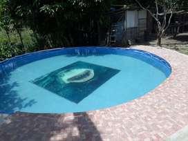 Se vende finca en la ciudad de pereira a 15 minutos del centro de pereira cuenta con piscina, etc