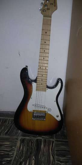 Guitarra Midland Stratocaster con amplificador Kohlt 15w