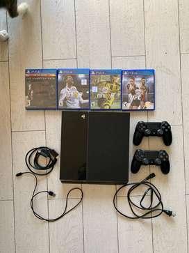 PlayStation 4 500GB con 2 Joisticks + juegos + cable hdmi