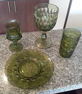 Vajilla vidrio verde tallado