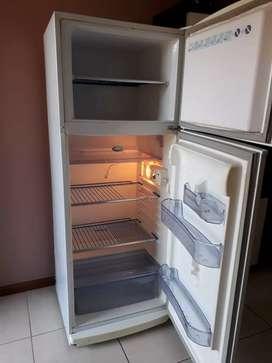 Heladera con freezer impecable