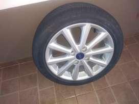 Rueda nueva llanta original Ford Fiesta Kinectic cubierta P7 Rodado 16 sin rodar