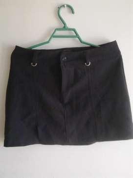 Mini falda negra en poliester talla 8!