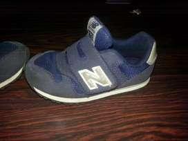 Vendo sapatillas  para niños  new balance