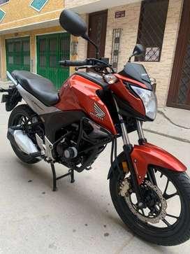 Moto Honda CB160F DLX Naranja Neo Metálico Plata