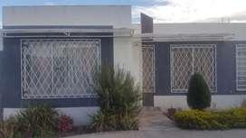 Vendo casa en Ibarra en el conjunto habitacional Huertos Familiares.