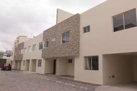 Casa de 2 pisos NUEVA por estrenar, cerca de los bomberos de Carapungo