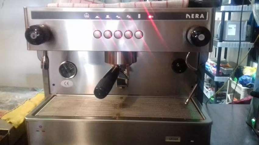 Vendo  cafetera  italiana profesional  con molino  y todos los accesorios 0