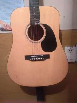Guitarra electroacústica en buen estado