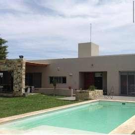 HOSTAL DEL SOL - CASA EN VENTA - 3 dormitorios, terreno de 1000 m² , pileta