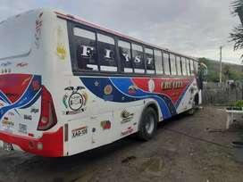 Se vende bus Hino FF año 2002 buenas condiciones con carroceria Moncayo mas informacion por interno al numero marcado