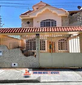 Casa en venta de 3 plantas, sector Totoracocha, Cuenca, C647