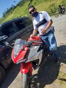 Busco trabajo para entregas o ayudante,tengo una moto 2020  disponible para el trabajo matriculada al día.