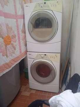 Vendo lavadora secadora  poco uso  buen estado