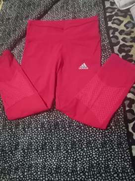Calzá talle S deportiva Adidas