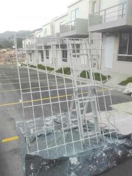 Montebonito, Rejas de Seguridad