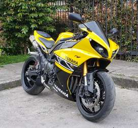 Yamaha r1, Kawasaki, honda.
