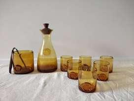 Set juego de 6 Vasos + Jarra + Hielera + Pinza de madera . Vidrio Ambar + Deco Sello . Retro. Vintage. Antigüo