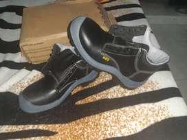 Botas punta en acero negras