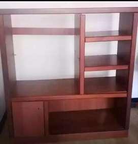 Mueble para televisor y biblioteca.