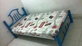 a la venta cama de hierro de 1metro