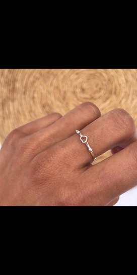 Vendo anillo nuevo sin uso .