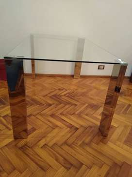 Mesa comedor de vidrio.