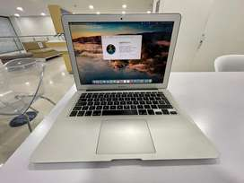 Vendo MacBook Air 13.3/1.3GHz/4GB/128GB Flash storage. Buen estado !
