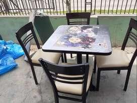 mesas con sillas para restaurant