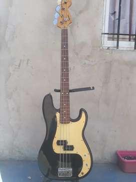 Bajo Squier P-BASS de Fender