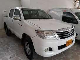 Camioneta doble cabina Toyota Hilux 2.5 4x4