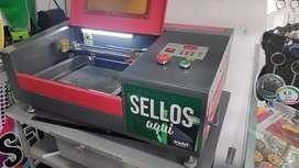 Máquina láser para sellos 30 x 50 cm