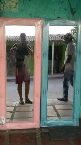 Espejos en madera y tapizado