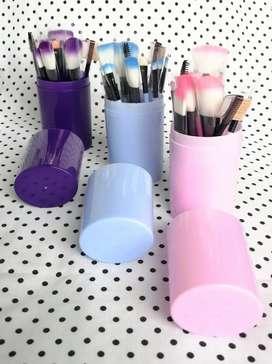 Set 12 brochas para maquillaje con estuche cilindro
