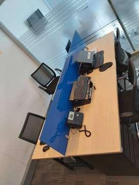 Venta de 3 Islas de puestos de trabajo compuesta cada isla  de 4 escritorios con sillas ergonómicas