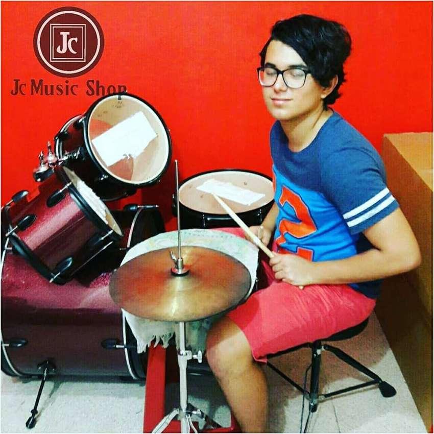 clases de guitarra, piano, bateria, ukelele 0