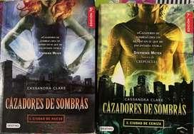 """Los dos primeros libros de la saga """"cazadores de sombra"""""""