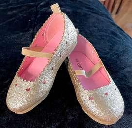 Zapatos dorados Carters