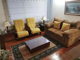 Juego de sala (Sofá 2 puestos + 2 sillas + mesa centro + 2 mesas aux)