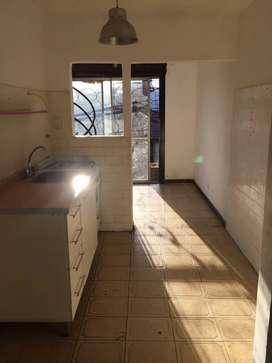 Alquilo casa en castelar norte a 3 cuadras de Vergara