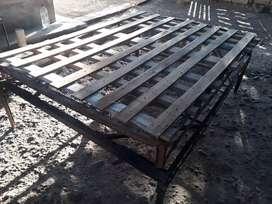 Vendo cama estructura de hierro con parrilla y elastico