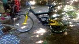 Bici con amortiguación delantera y tracero